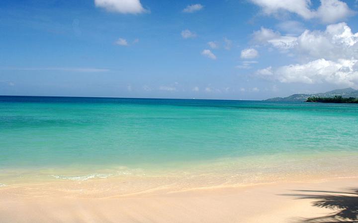 3. Гранд - Анс, Гренада. Большой пляж с золотым песком, с которого видно Сент-Джордж, столицу Гренады. На пляжах Гранд-Анс много ресторанов и спортивных объектов. Спокойная вода и песчаное морское дно.