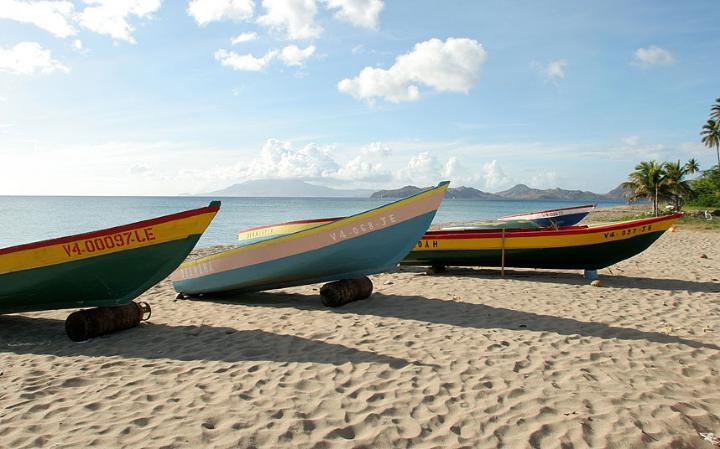 9. Пляж Пинни в Сент - Китс и Невис растянулся почти на 5 ми. Отличное место, чтобы позагорать и поиграть в волейбол.