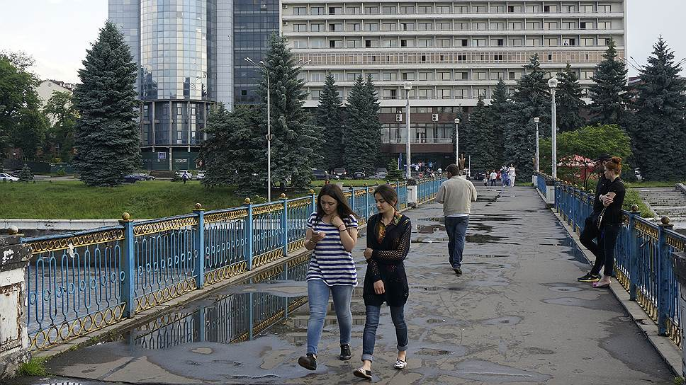 10. А ущерб града во Владикавказе оценили в 1 миллиард рублей. А 5 человек обратились в местные травмпункты с травмами.