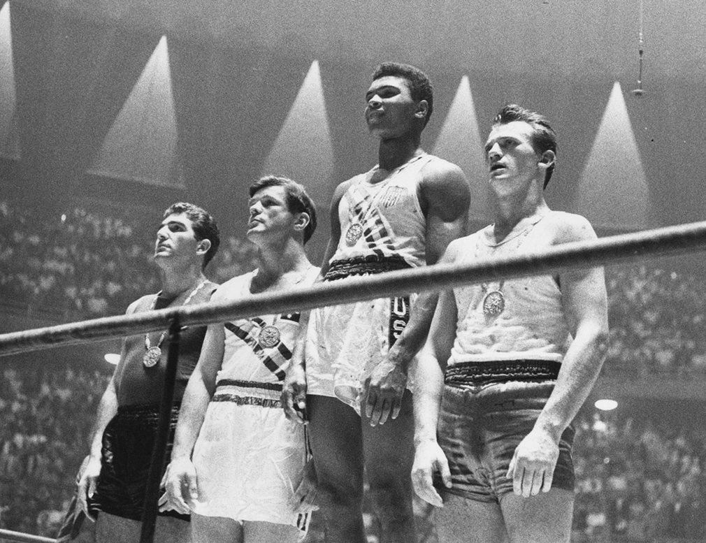 7. 18-летний, тогда еще Кассиуc Клей, стал чемпионом Олимпиады в 1960 году в полутяжелом весе.