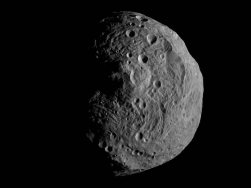 10. Совершить восхождение на пик Реясильвия на астероиде Веста.