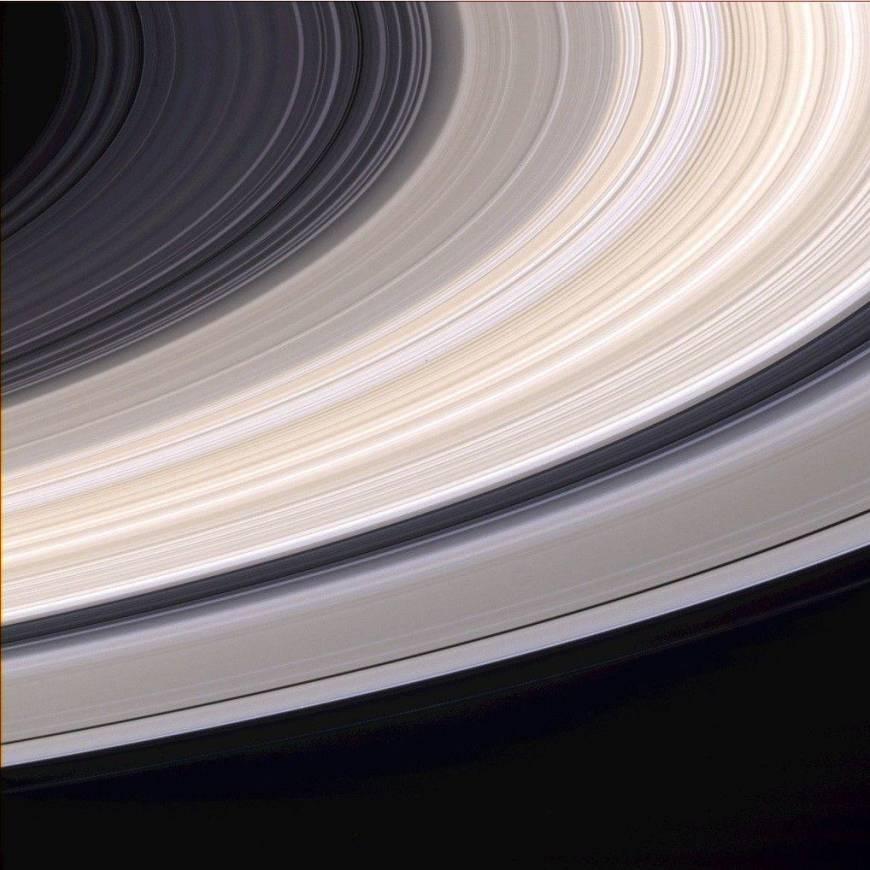 2. Полетать возле колец Сатурна.