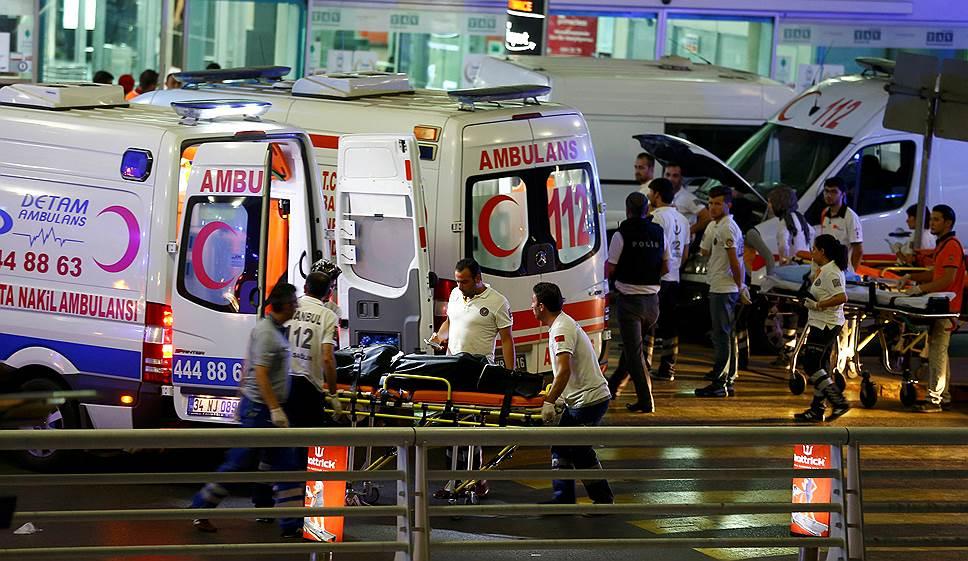 12. Самолет Аэрофлота, который летел в это время в Стамбул, развернулся и вернулся в Шереметьево.