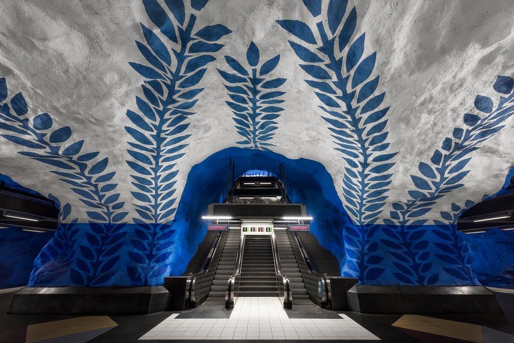 1. Синяя лоза на стенах станции T-Centralen.