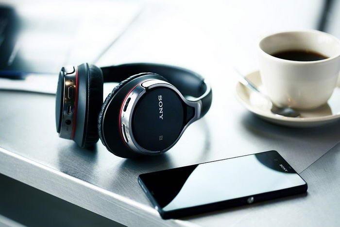 2. Бездротові Bluetooth навушники.