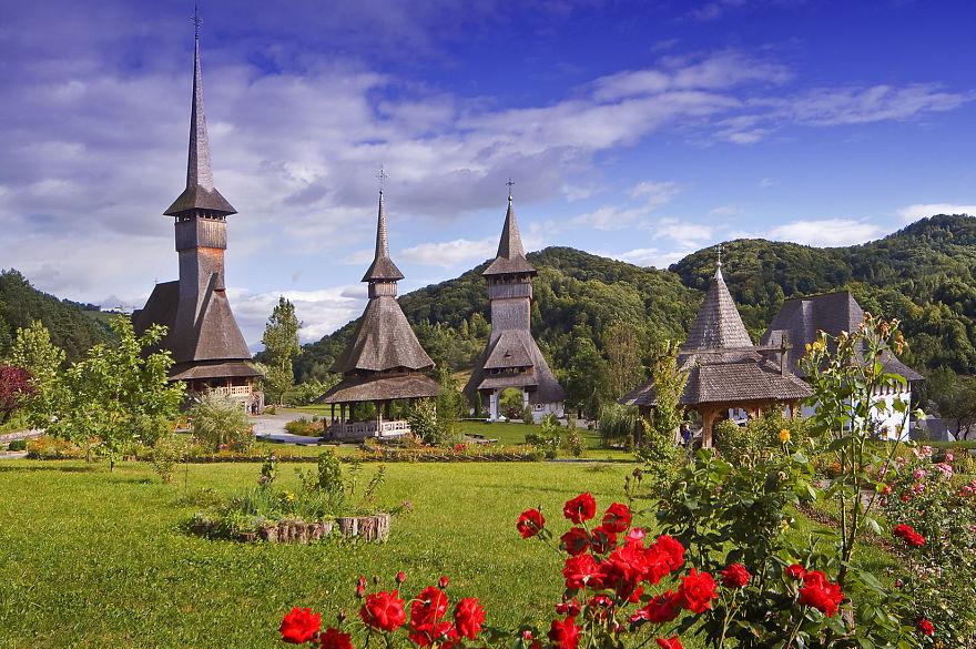 2. Деревянный монастырь Барсана.