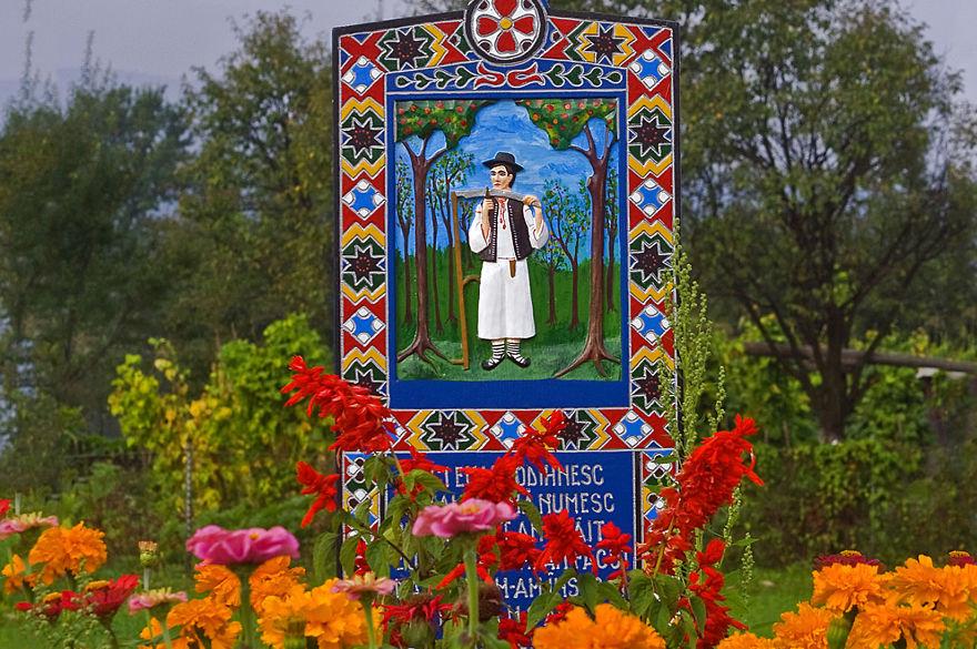 9. Веселое кладбище в деревне Сапанта.
