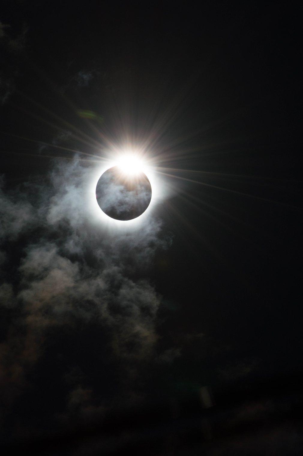 16. Мелани Торн (Великобритания) - Бриллиантовое кольцо. Солнечное затмение 9-го марта 2016 года в Индонезии.