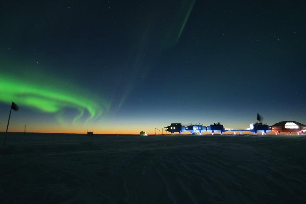 18. Ричард Инман (Великобритания) – Антарктическая космическая станция.