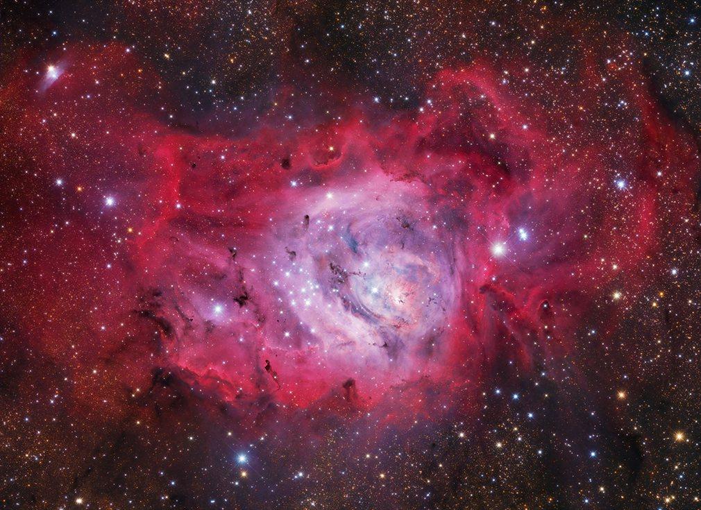 2. Иван Эдер (Венгрия) – М8 – туманность Лагуна. Новые звезды образующиеся в туманности Лагуна, расположенной примерно в 5000 световых лет от нашей планеты.