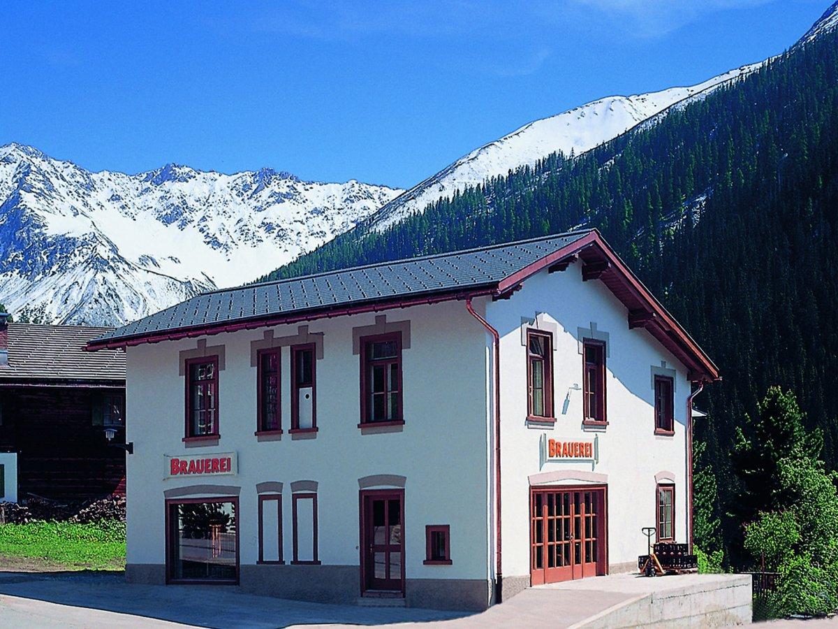 4. Давос в Швейцарии является самым высоким городом в Европе, а значит и завод BierVision Monstein Brewery в этом городе является самой высокой пивоварней. Заводик расположен на высоте 1560 метров и окружен швейцарскими Альпами.