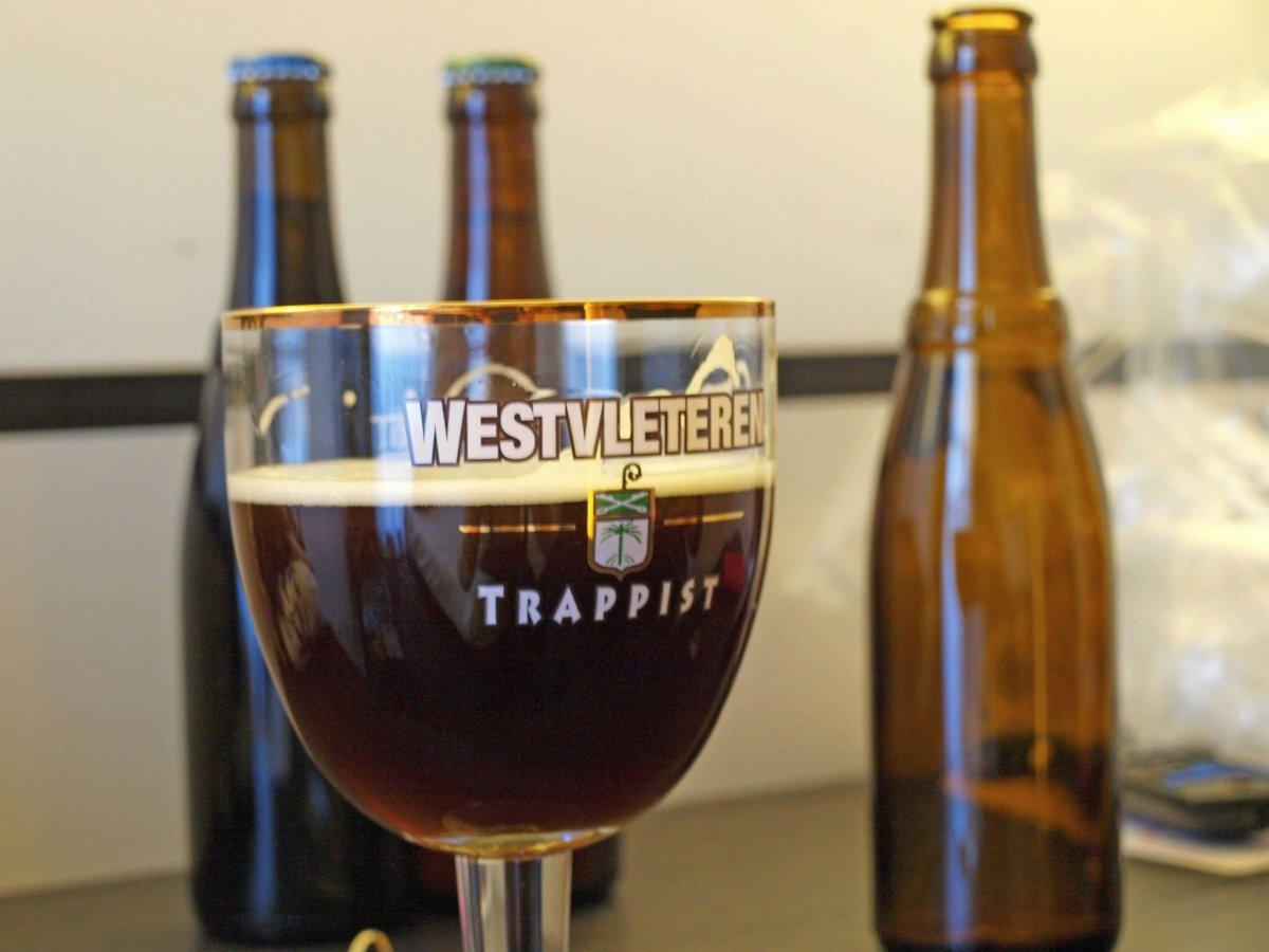 7. Пивоварня Westvleteren в аббатстве Бельгии Сент-Сикста варит лучшее пиво в мире. Когда сайт RateBeer.com включил их темное в рейтинг лучшего пива в мире, отбоя от посетителей не было конца.