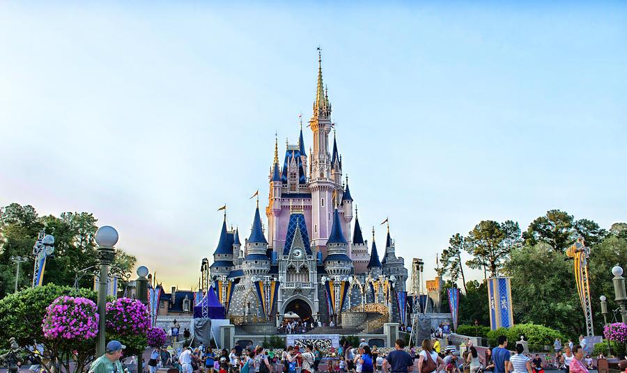 1. Волшебное Королевство Диснея (Орландо, штат Флорида, США).