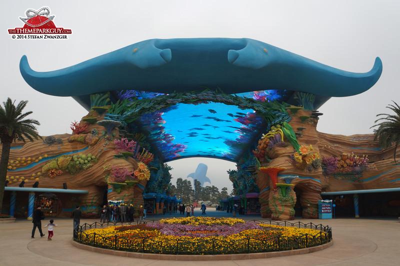 7. Chimelong Ocean Kingdom (Чжухай, Китай).