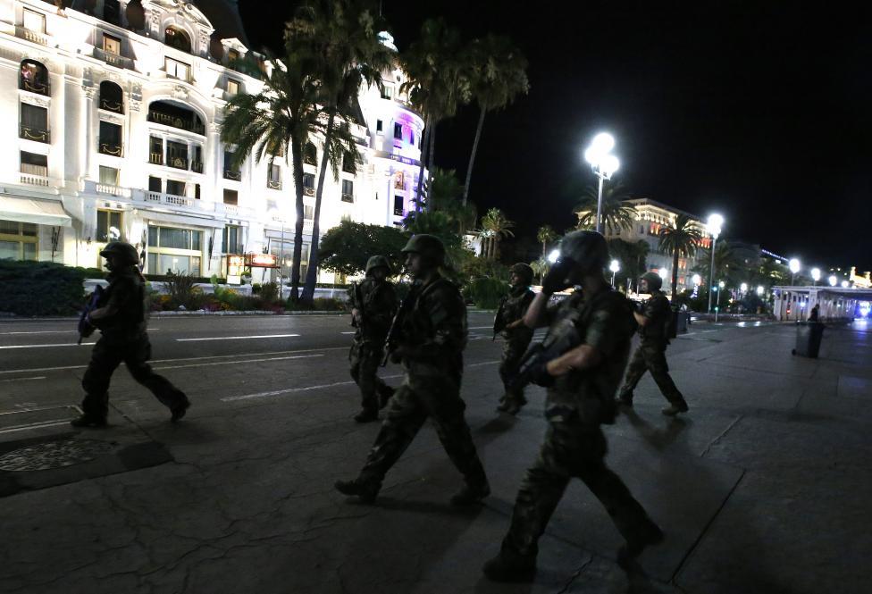 3. После теракта на улицы вышла полиция и военные, чтобы избежать новых атак.