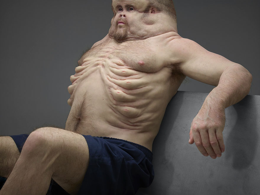 2. Благодаря своему необычному телу Грэм может выживать в автокатастрофах.