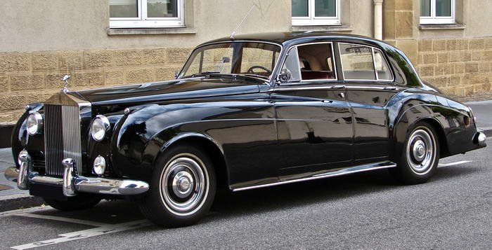10. Rolls Royce Silver Cloud II – «Вид на убийство».