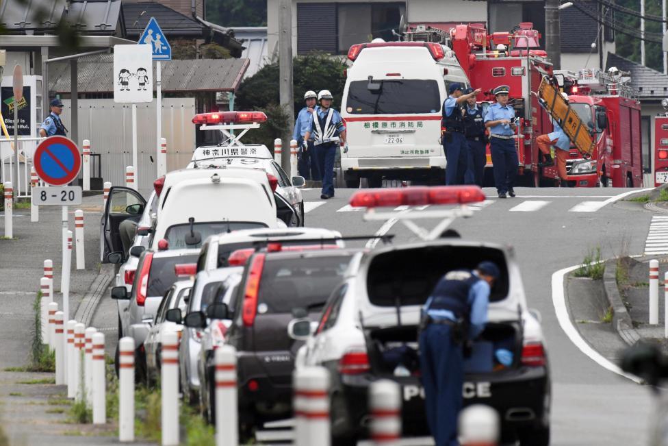 3. Убийство совершил 26-летний Сатоси Уэмацу, который являлся бывшим сотрудником комплекса. Сатоси, через час после резни, сдался в полицию.