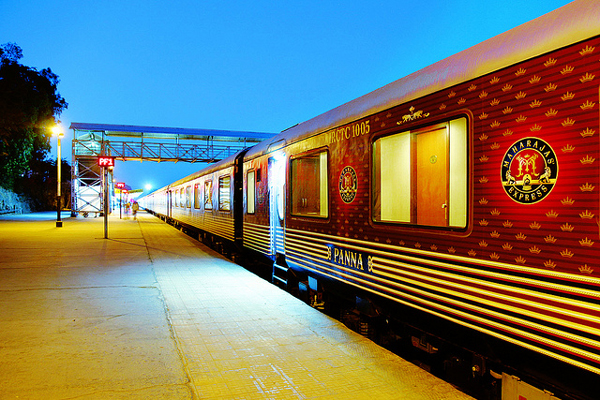 2. Маршрут поезда составлен таким образом, что туристы получат возможность увидеть самые удивительные туристические объекты.