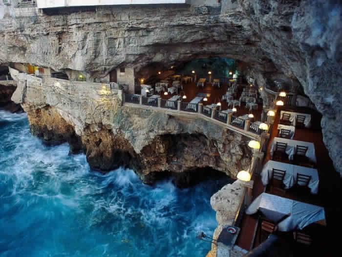 11. Ресторан Grotta Palazzese, Пуглия, Италия.