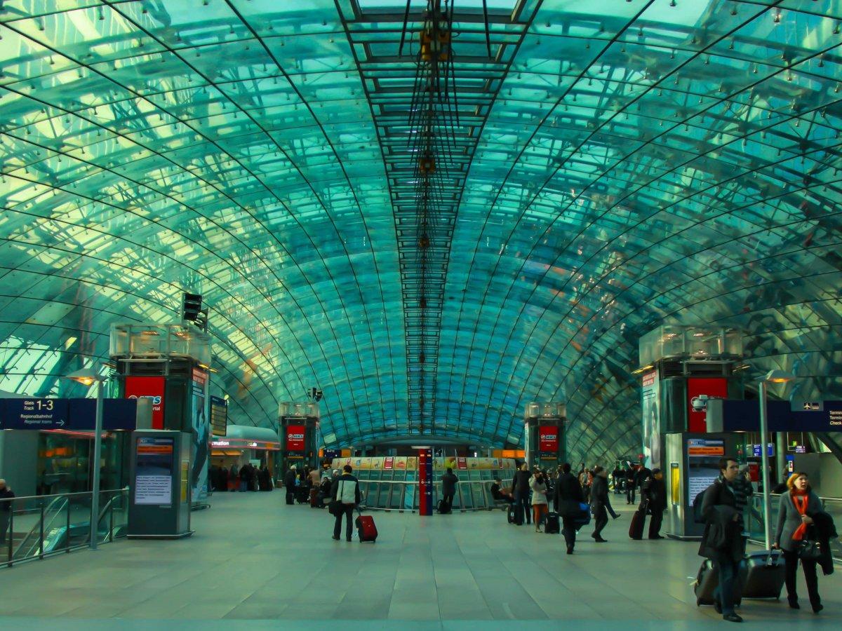 5. Франкфурт-на-Майне, крупнейший аэропорт Германии. Пассажирооборот – 61 032 022 пассажиров.