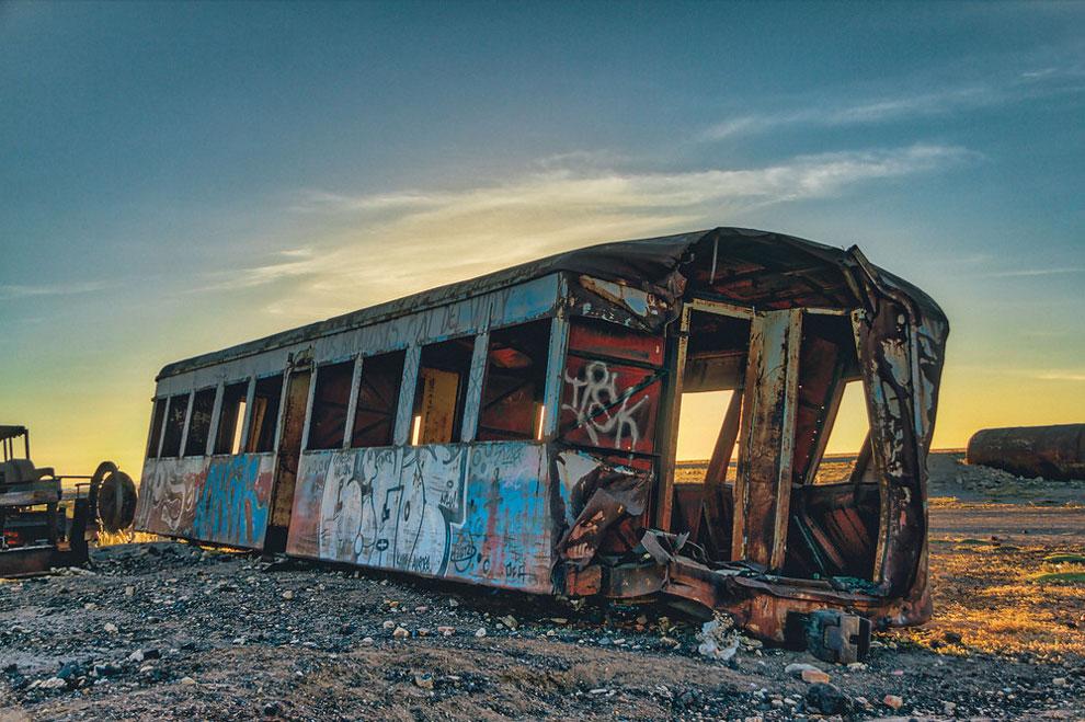 3. Фотографу попалось заброшенное кладбище старых поездов.