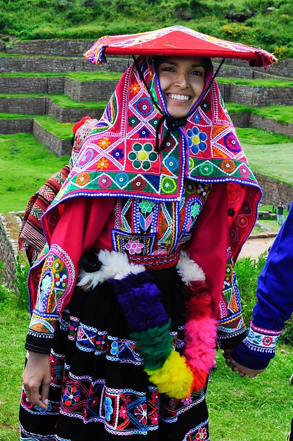 11. Традиционный наряд невесты в Священной долине инков (Перу).