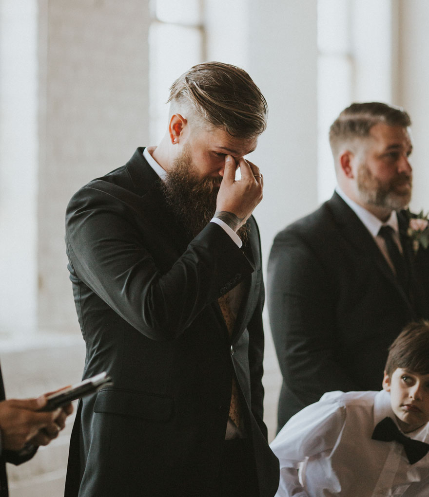 10. Хотя ее жених, Энди Гончер, знал заранее об этом сюрпризе, он все равно не смог удержаться от слез.