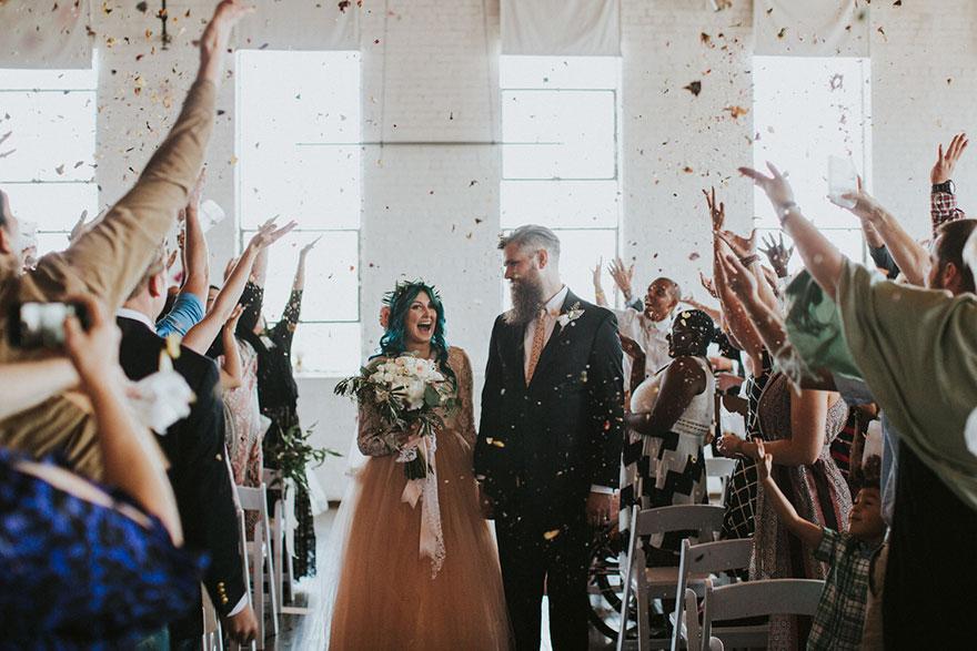 13. Но в день свадьбы она выстояла все 45 минут церемонии и большую часть из пяти часов, пока длился торжественный прием гостей.