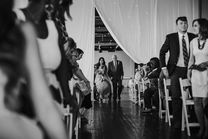 7. «В день свадьбы все смотрят на тебя, поэтому ты хочешь чувствовать себя самой красивой. Я совершенно уверена, что можно быть ослепительной красоткой даже в инвалидном кресле, но я не хотела, чтобы это определяло меня» - делится Джеки.