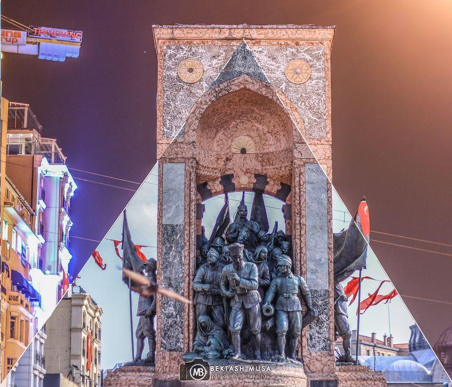 9. Монумент «Республика» на площади Таксим.