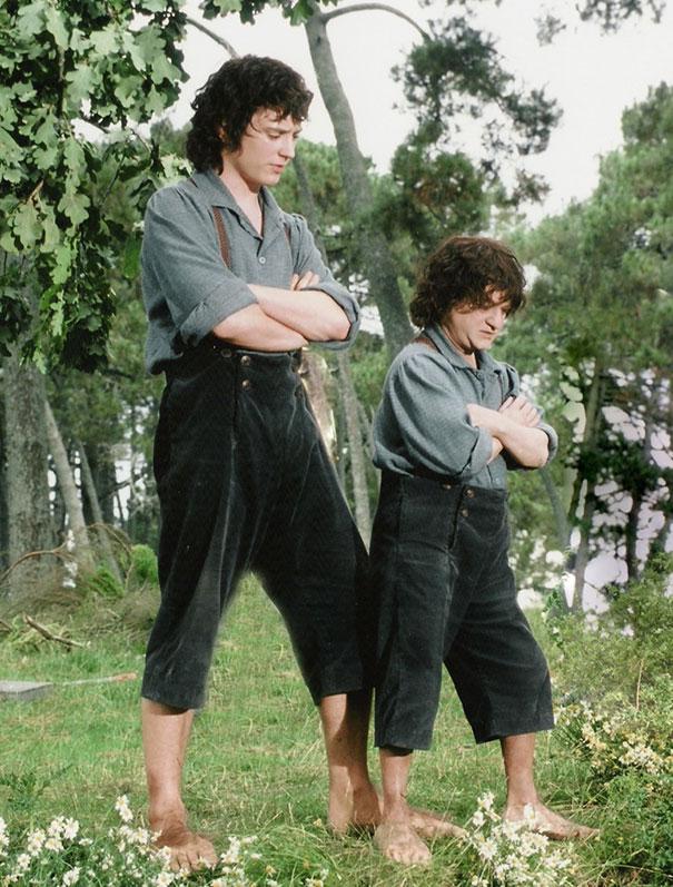 4. Элайджа Вуд и его дублер Киран Шах во время съемок Властелин колец: Братство кольца.