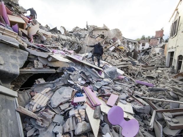 6. Уже официально сообщается о 247 погибших. Большинство из них из города Аматриче.