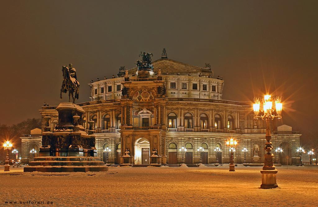 12. Опера Земпера в Дрездене, Германия.