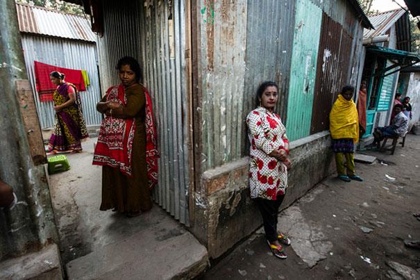 4. Женщины, ожидающие клиентов.