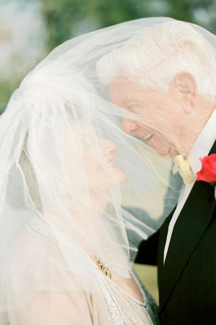 4. А также Ванда не смогла отказать ему, когда он предложил ей выйти за него замуж. В итоге они поженились 28 декабря 1950 года.