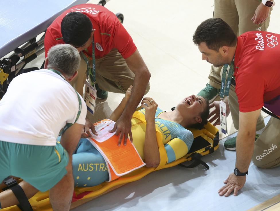 5. Австралийка Мелисса Хоскинс получила травму во время тренировки по велотреку.