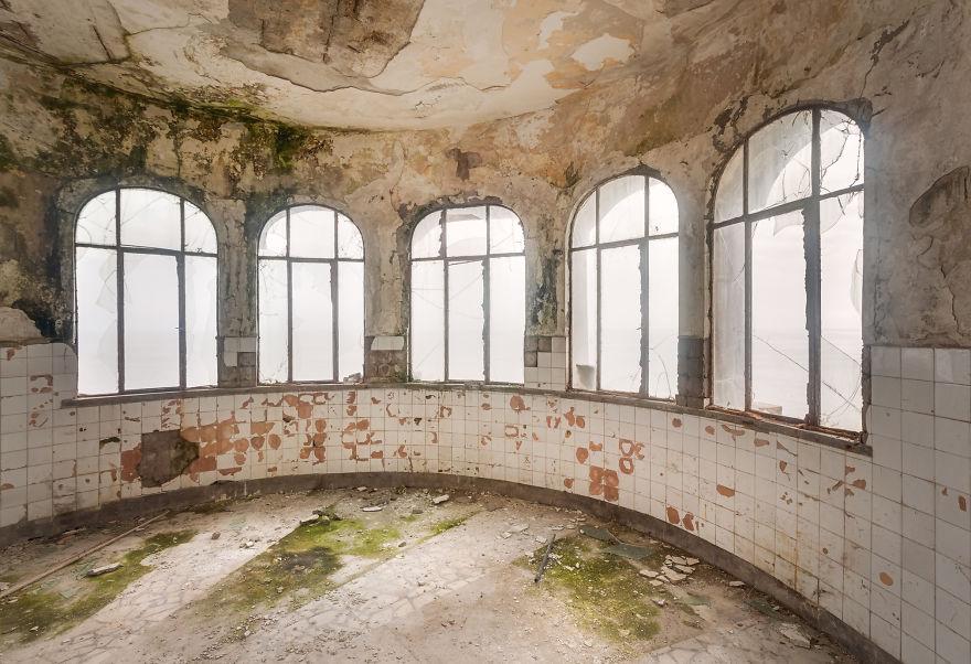 7. Окна, выходящие на Черное море.