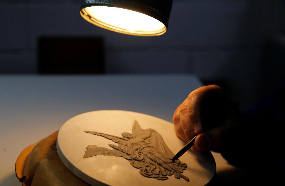 4. Скульптор воспроизводит все в мельчайших деталях.