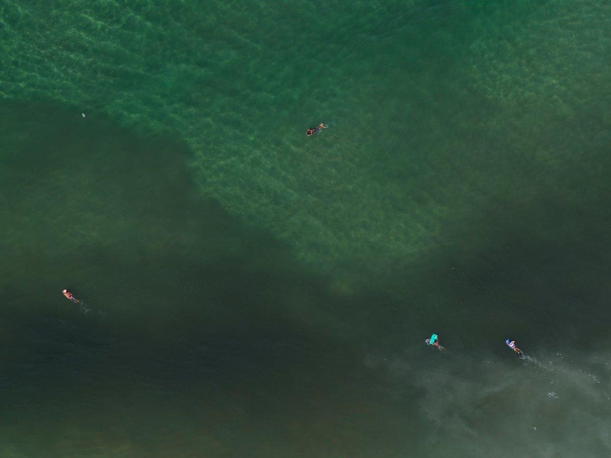 3. Город пообещал выделить один миллиард долларов на очистку воду еще в 2009 году. На фото воды пляжа Сан-Конрадо в Рио-де-Жанейро