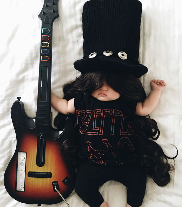 1. Гитарист Слэш из группы Guns N' Roses.