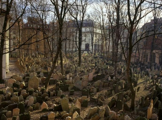 1. Старое еврейское кладбище в Праге.