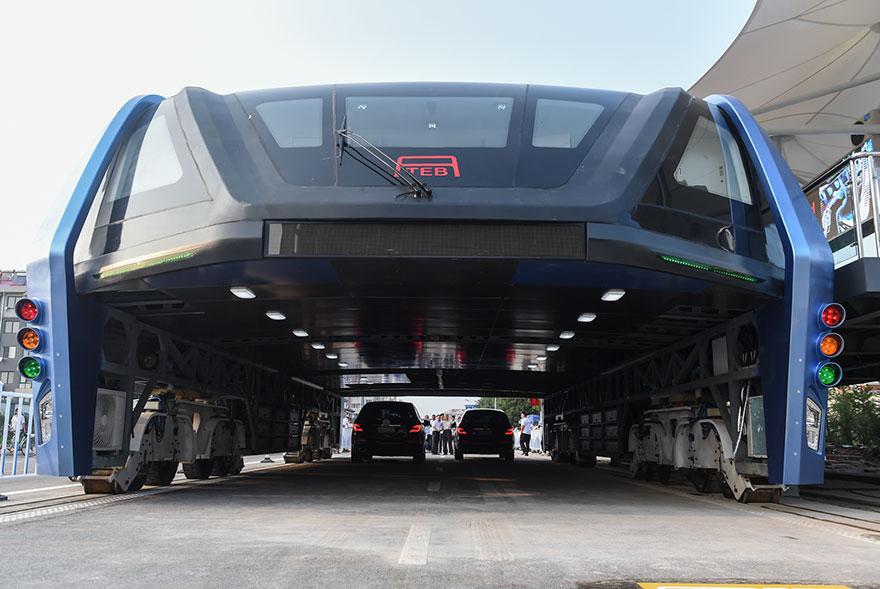 3. Впервые  идею «антипробкового» автобуса предложили на Международной High-Tech Expo выставке в Пекине в мае.