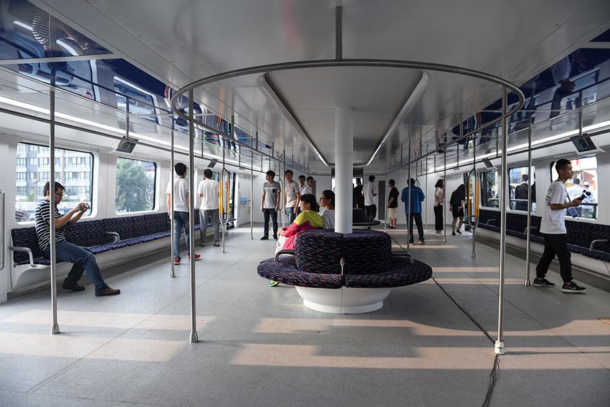4. Несмотря на наличие лишь миниатюрной модели, компания разработчик Jinchuang Corp заявила, что может создать автобус уже к августу.
