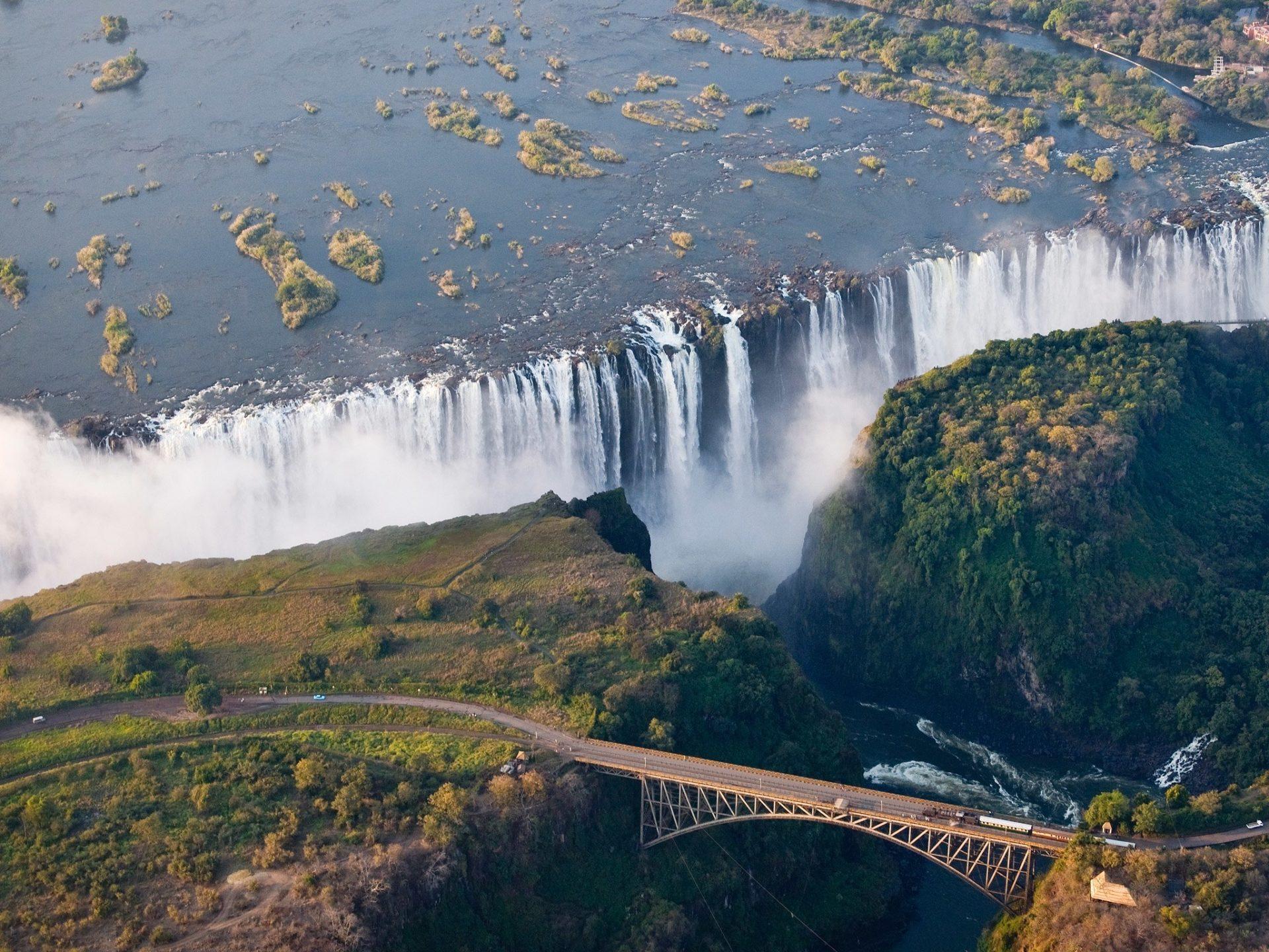 1. Водопад Виктория, Замбия и Зимбабве.