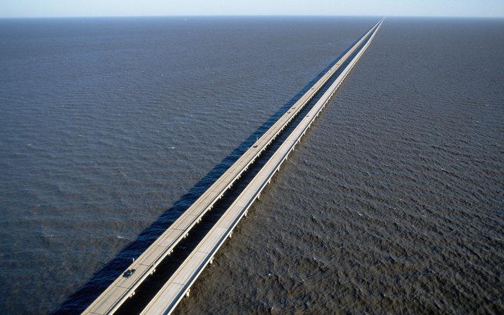 9. Мост-дамба через озеро Пончартрейн, Луизиана, США.