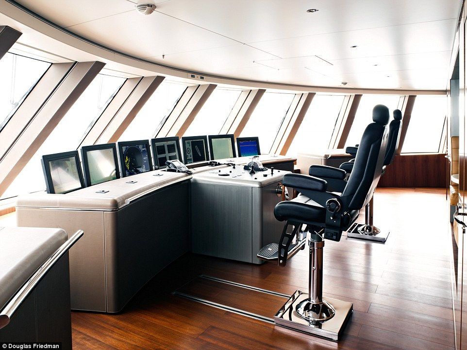 10. Трудно представить себе эксплуатационные расходы на содержание яхты.