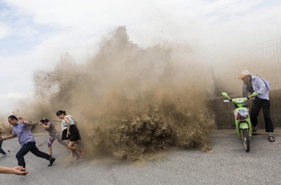 10. Волны вызванные тайфуном Трами в Китае в 2013 г.