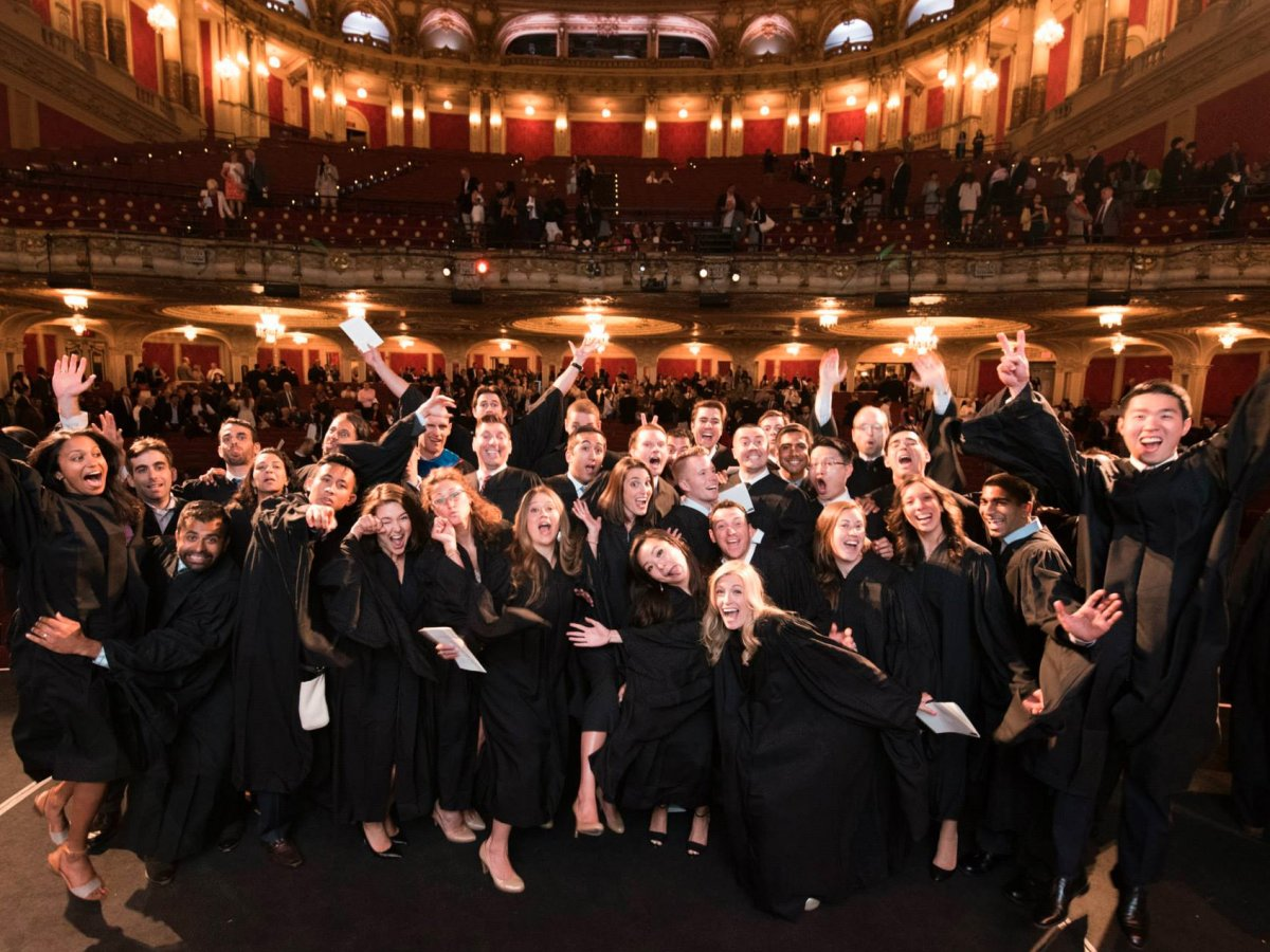3. MIT Sloan школа менеджмента или международная бизнес-школа MIT Sloan в Массачусетсе. 1,9% выпускников находят работу на Уолл-Стрит.