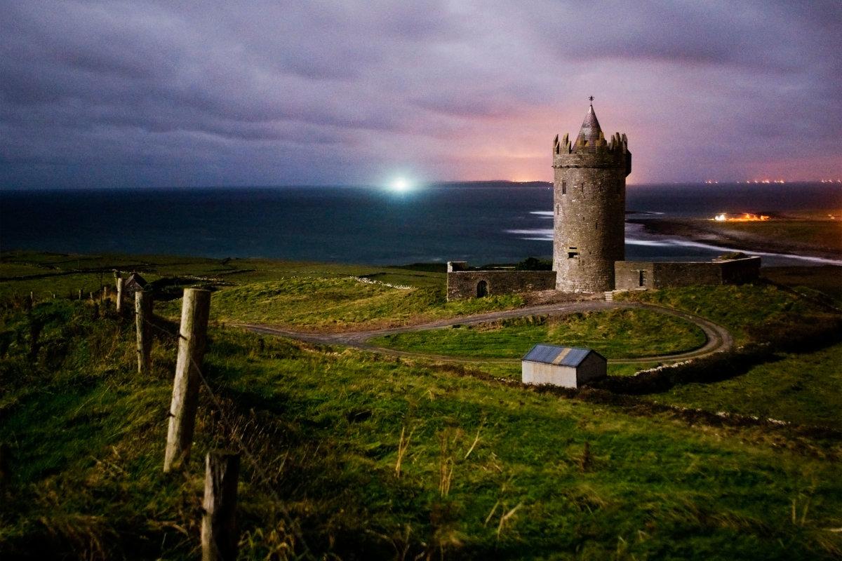 2. Ирландская культура и архитектура в значительной степени возникла под влиянием кельтских племен, которые населяли Ирландию в шестом веке.